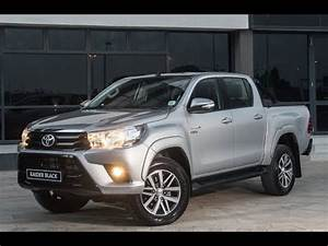Toyota Hilux 2017 : toyota hilux raider black edition 2017 youtube ~ Medecine-chirurgie-esthetiques.com Avis de Voitures