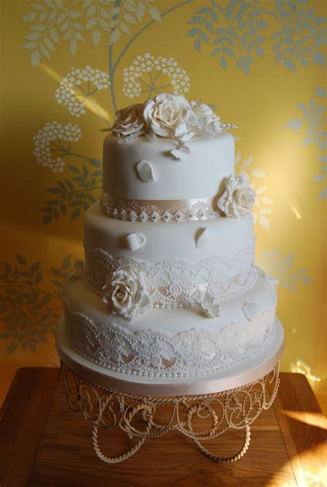 1000 Ideas About Champagne Wedding Cakes On Pinterest