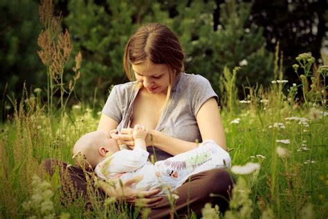 How Breastfeeding Can Make You Gain Weight Popsugar Moms