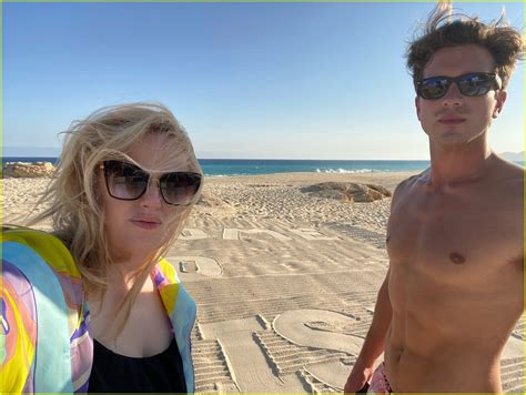 rebel wilson shares   beach getaway