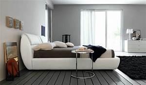 Bett Streichen Welche Farbe : wand streichen ideen f r schlafzimmer wei es bett graue wand durchsichtige vorh nge ~ Markanthonyermac.com Haus und Dekorationen