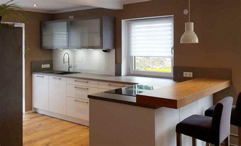Schöne Küche In Kreppen Mit Theke  Küchen Blank Ihr