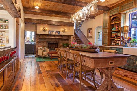 cuisines rustiques bois maison rustique à l intérieur en bois et ambiance bien