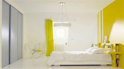 idees peinture chambre la peinture jaune pour une chambre c 39 est chouette deco