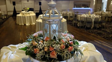 How to create a lantern centerpiece using fresh roses