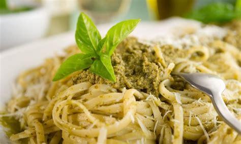 recette de pates au pesto vert recette facile de p 226 tes au pesto persil et noix et aux haricots verts trucs pratiques