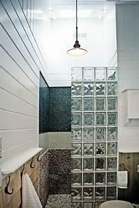 mettons des briques de verre dans la salle de bains With modele de maison en l 17 choisissez un joli lavabo retro pour votre salle de bain