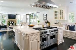 Celebrity Chef Wolfgang Puck Sells His Plush Beverly