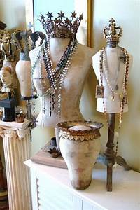 Buste Mannequin Deco : great idea for displaying jewelry at a craft fair or retail diy jewelry creating buste ~ Teatrodelosmanantiales.com Idées de Décoration