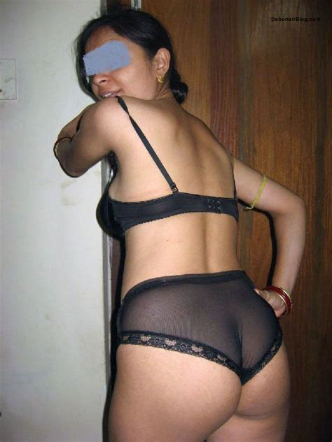 Hot Indian Unsatisfied Brahmin Aunty Showing Her Big Butts