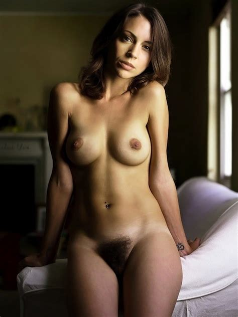 Alyssa Milano Nude Pics Videos That You Must See In