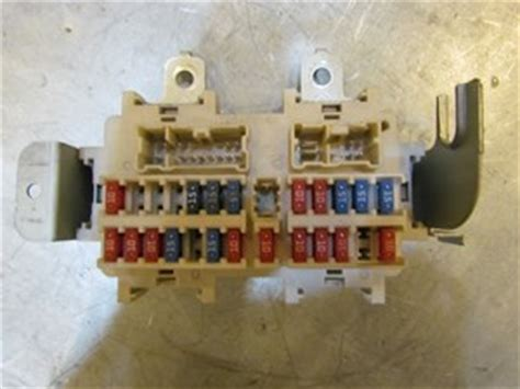 Fuse Box For 2004 Infiniti G35 by Infiniti G35 Fuse Box Parts