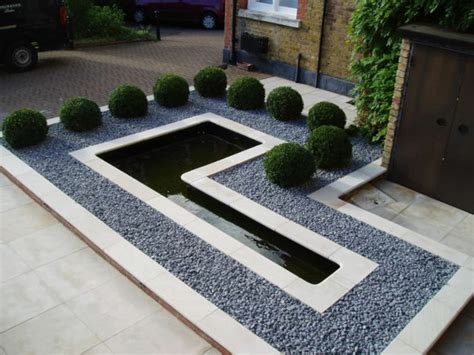 Wassereinrichtung Im Innenraumwasserbecken Mit Steinen by Wie K 246 Nnen Sie Der Garten Gestaltung Einen Kreativen Touch