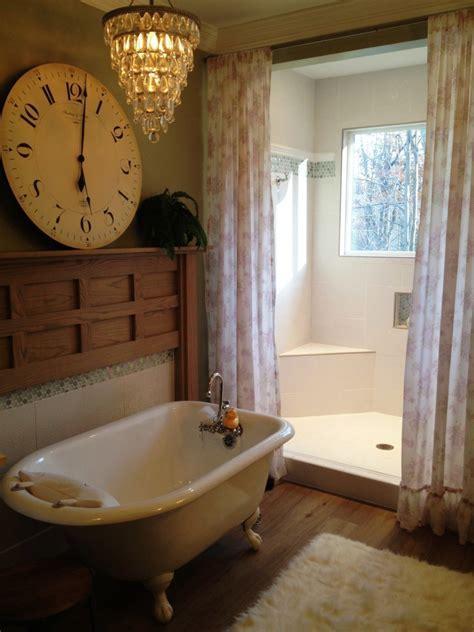 Bathroom Retro Bathroom Design With Classic White Bathtub