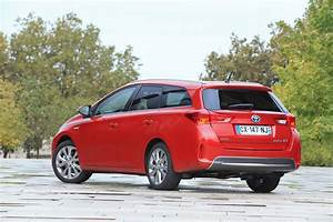 Avis Toyota Auris Hybride : essai du break toyota auris touring sports 136h 2013 l 39 argus ~ Gottalentnigeria.com Avis de Voitures