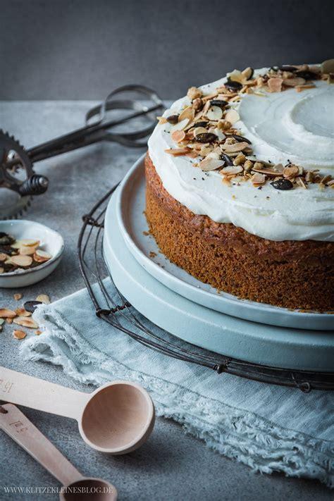 moehrenkuchen mit mascarpone vanille creme carrot cake