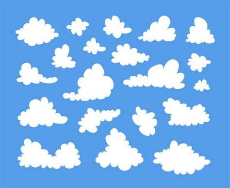 Conjunto de nuvens brancas fofas sobre fundo preto