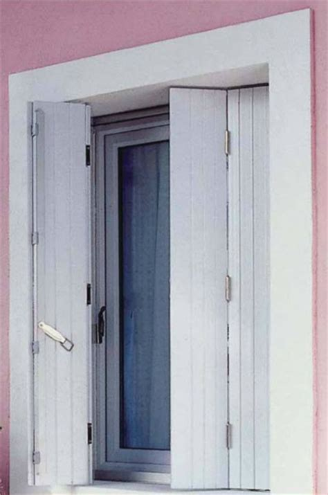 volets persiennes en pvc photo 12 15 avec lames verticales de chez lapeyre