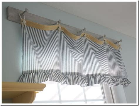 Love This Valance And How It Was Hung On A Peg Rack. Hmm