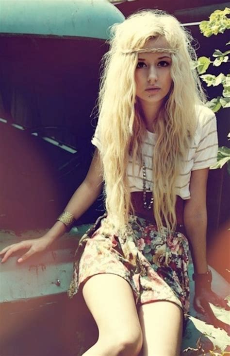 indie hairstyles  chicks messy hippy waves  forehead braid hairstyles weekly