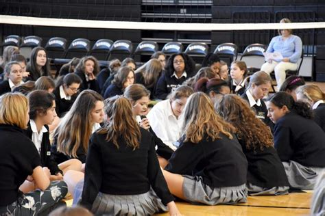 freshmen sophomores gather pray dominican rosary st marys
