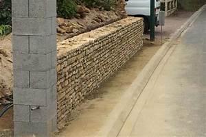 Mur En Moellon : mur de cl ture en moellons anc construction ~ Dallasstarsshop.com Idées de Décoration