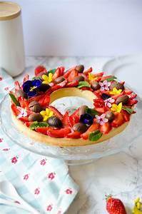 Dessert Paques Original : tarte aux fraises de p ques comme une couronne de fleurs cerise et praline ~ Dallasstarsshop.com Idées de Décoration