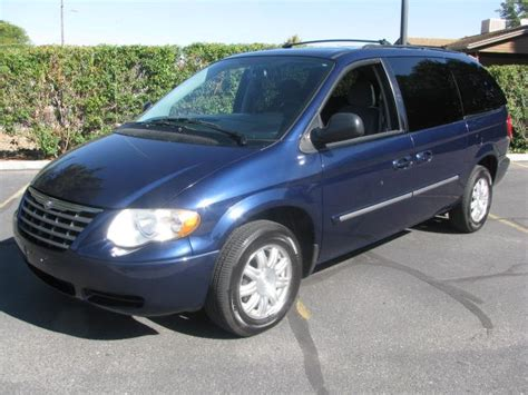 Chrysler 2005 Town And Country by 2005 Chrysler Town And Country Photos Informations