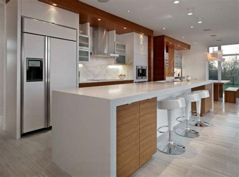 cuisine comptoir bois comptoir de cuisine armoires de cuisine blanches avec