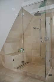 Dusche In Der Schräge : mit glas abgetrennte duschkabine gef llt zudem gut sitzm glichkeit in der dusche at banyo ~ Bigdaddyawards.com Haus und Dekorationen