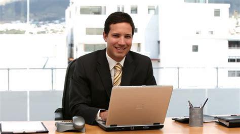 homme d 39 affaires ordinateur portable bureau hd