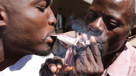 zimbabwe  broke    move   cashless society cnn