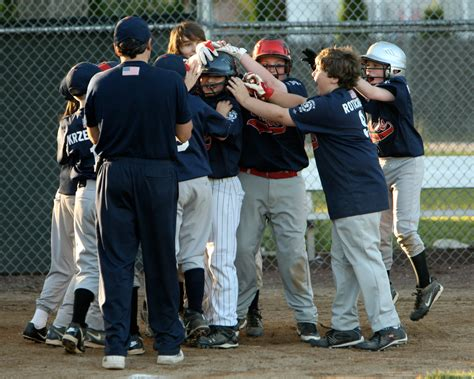 Pusateri's Walk-Off Bomb Lifts Braves in World Series ...