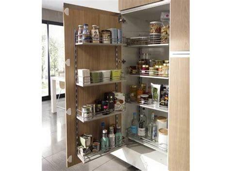 des placards pratiques pour la cuisine décoration