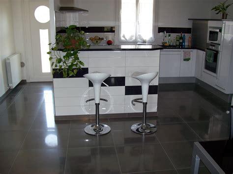 cuisine sol blanc modele faience salle de bain noir et blanc
