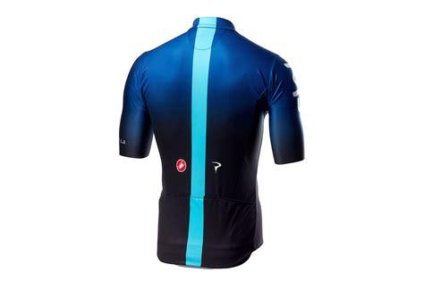 team sky teamkit  van castelli wordt blauw met zwart