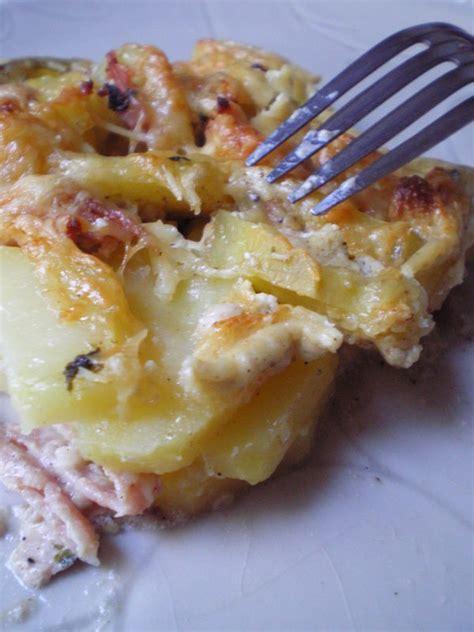 cuisiner des saucisses de strasbourg gateau de pommes de terre et saucisses de strasbourg en cuisine avec maman