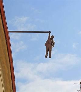Fil Accroche Photo : photo statue d 39 un homme accroch quelques m tres d ~ Premium-room.com Idées de Décoration