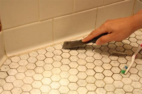 learn    caulk  bathroom  tos diy