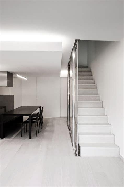 vivienda minimalista  esencial por enrica mosciaro de
