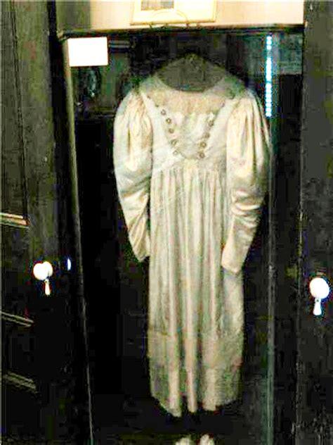 anna bakers wedding dress warehouse  artifact
