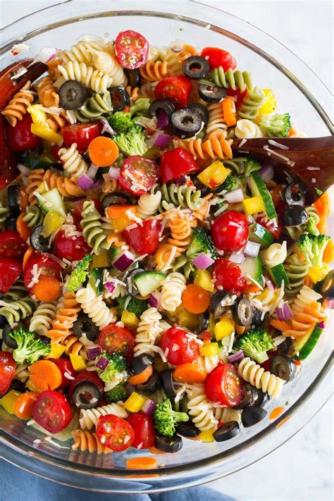 Pasta salads are perfect for lunchboxes, picnics and barbecues. Easy Pasta Salad Recipe (The Best!) - Cooking Classy