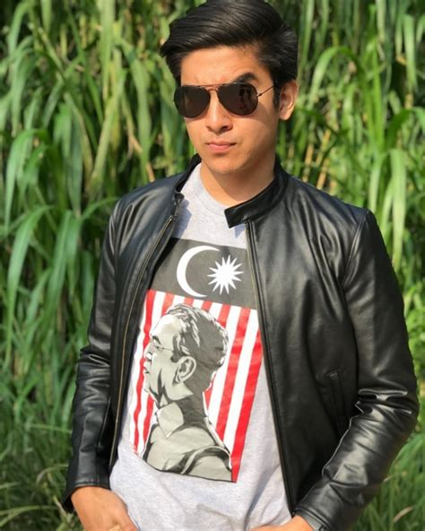 Bekas menteri belia dan sukan syed saddiq syed abdul rahman hari ini mengemukakan permohonan pendaftaran parti ikatan demokratik malaysia (muda) kepada jabatan pendaftaran. 5 Pesona Syed Saddiq, Menteri Termuda Malaysia yang Super ...