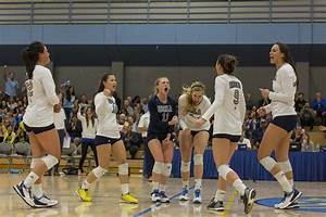 Women's volleyball recovers from early deficit to trounce ...