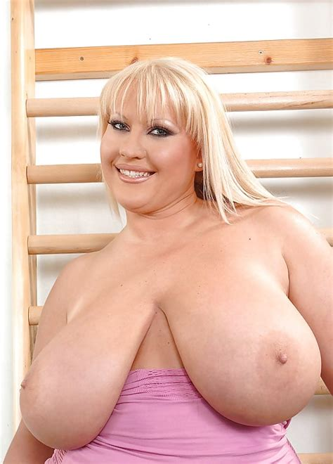 Well Endowed Breasts 7 Pics