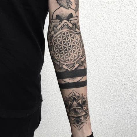 tatouage bras homme mandala myvirtualdog