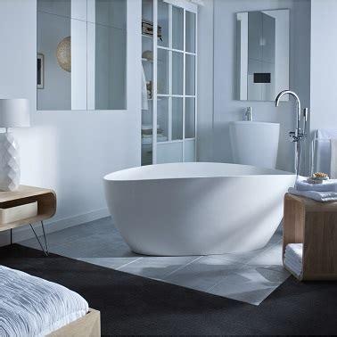 la baignoire ilot fait le design de la salle de bain d 233 co cool