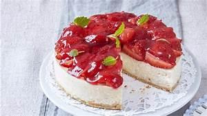 Torte Mit Erdbeeren : milchreis torte mit erdbeeren bild der frau ~ Lizthompson.info Haus und Dekorationen
