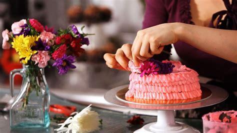 decorate cake  fresh flowers cake decorating