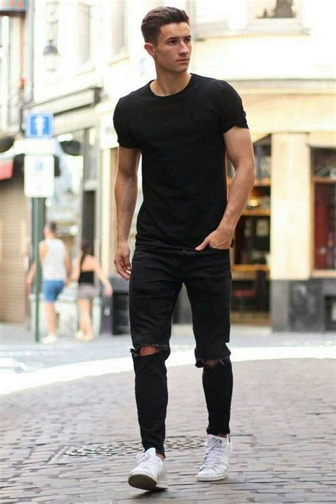 Coolest All Black Casual Outfit Ideas For Men